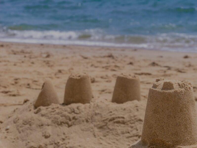 zamek na piasku stegna